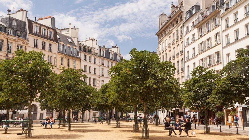 París.