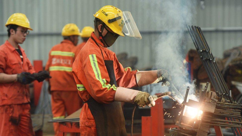 Las industrias en China se han visto golpeadas por la subida de aranceles impuesta por Estados Unidos.