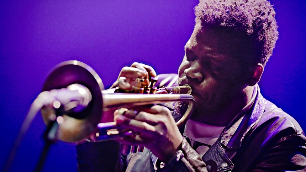 Keyon Harrold: Jazz trumpeter says son assaulted after false theft accusation thumbnail