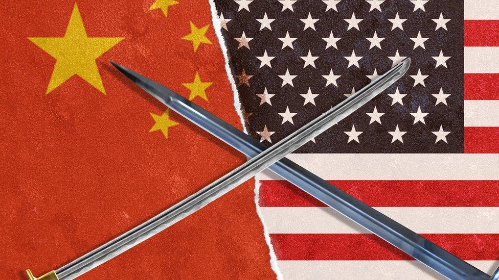 """Trump ha levantado una llamada """"guerra comercial"""" contra China imponiendo altas tarifas arancelarias a miles de productos producidos por el gigante asiático."""