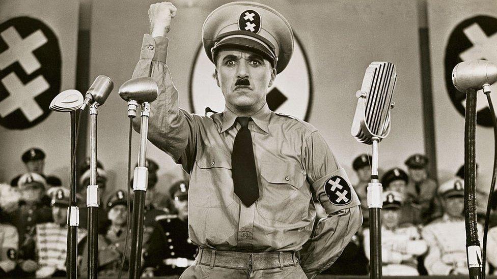 """Charlie Chaplin en """"El Gran Dictador"""""""