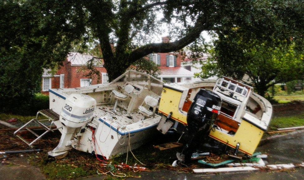 Barco destrozado en Carolina del Norte, tras el paso del huracán Florence.