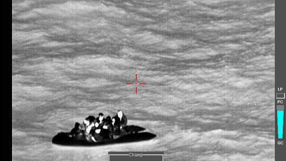 Migranti snimljeni iz helikoptera