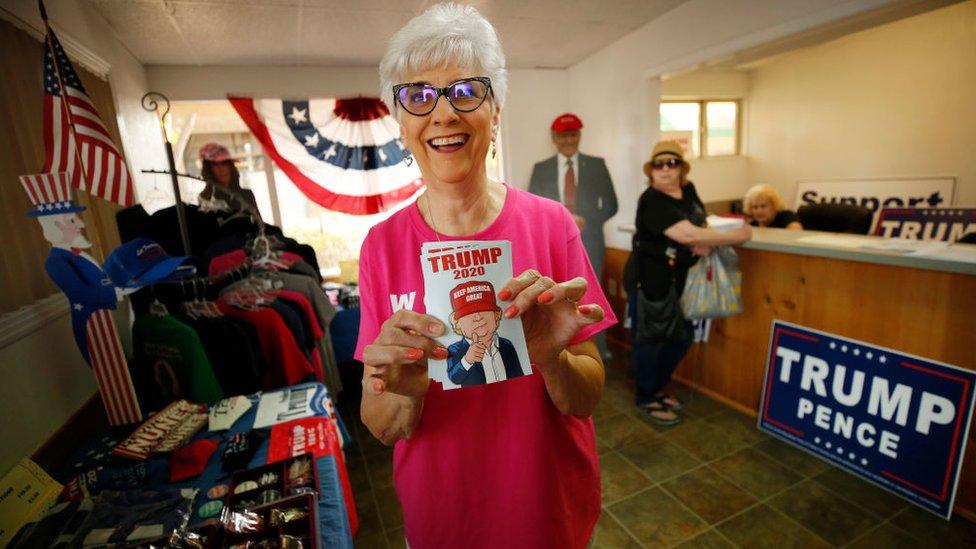 Una seguidora de Donald Trump en el condado de Kings, California.