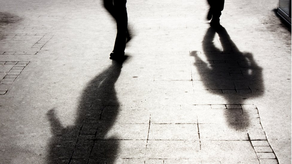 Sombras de dos mujeres
