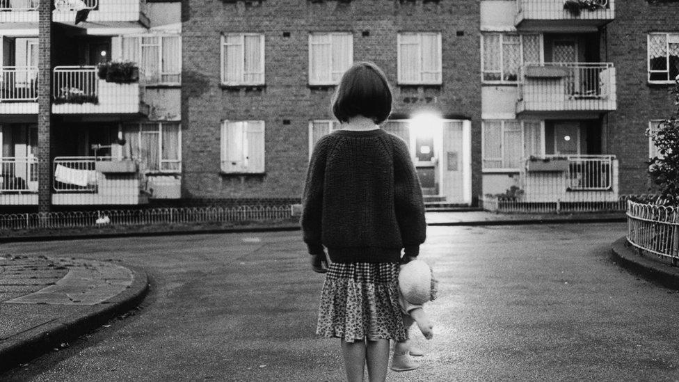 خلف الأبواب المغلقة: كيف نحمي الأطفال من العنف المنزلي؟