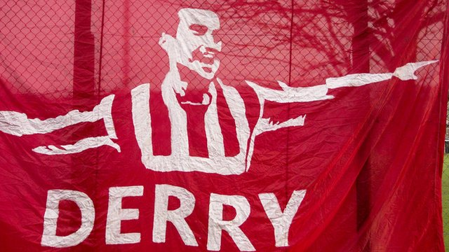 Derry City supporters pay tribute to Mark Farren