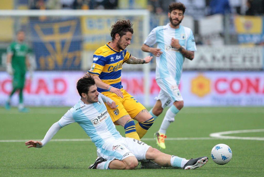 Acción del partido entre el Virtus Entella y el Parma.
