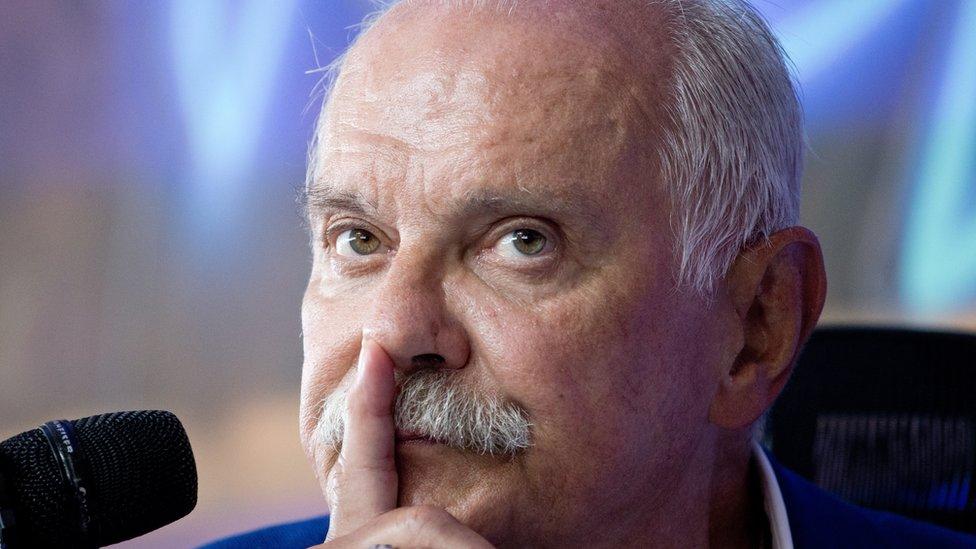 На Украине в фильме про Путина замазали лицо Никиты Михалкова