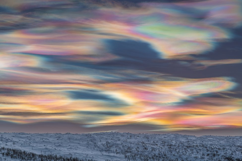 An image showing coloured polar stratospheric clouds