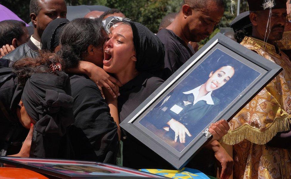 شهد العام أيضا حدثا مأساويا، فقد تحطمت طائرة بوينع 737 ماكس 8 تابعة للخطوط الإثيوبية في العاشر من مارس/آذار وقتل في الحادث 157 شخصا، ولم يعثر على جثثهم.