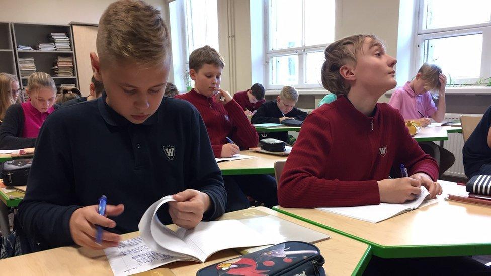 estonya'da öğrenciler