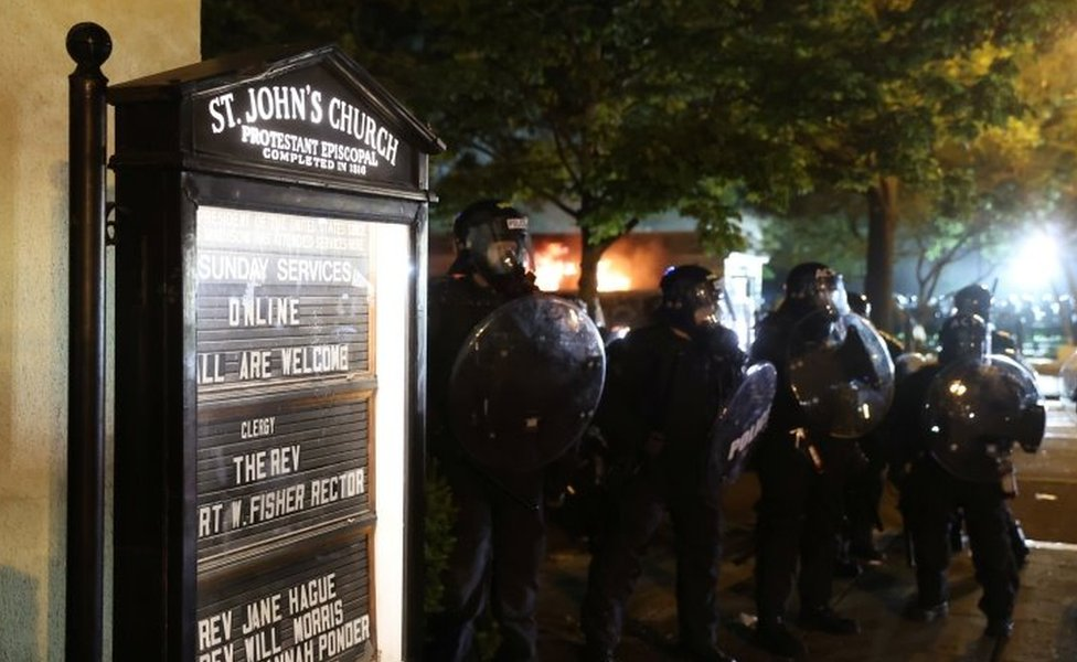 Police clash with protesters near St John's Church in Washington DC. Photo: 31 May 2020