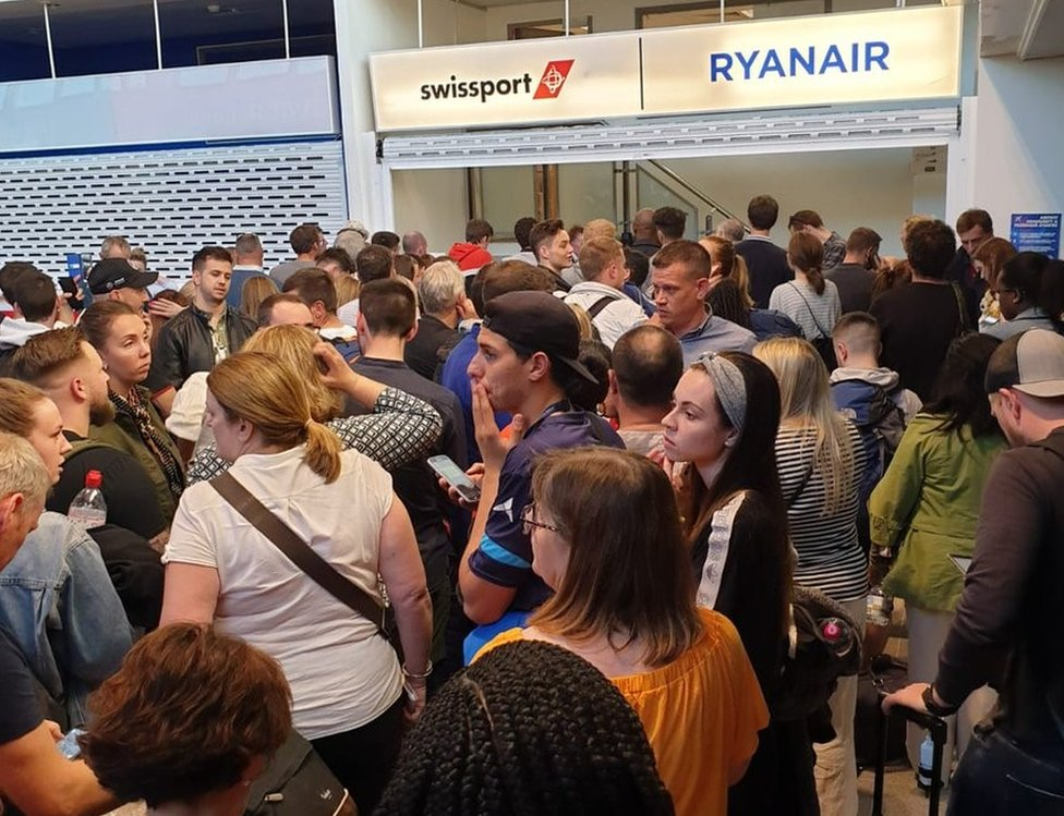 Manchester Airport queues