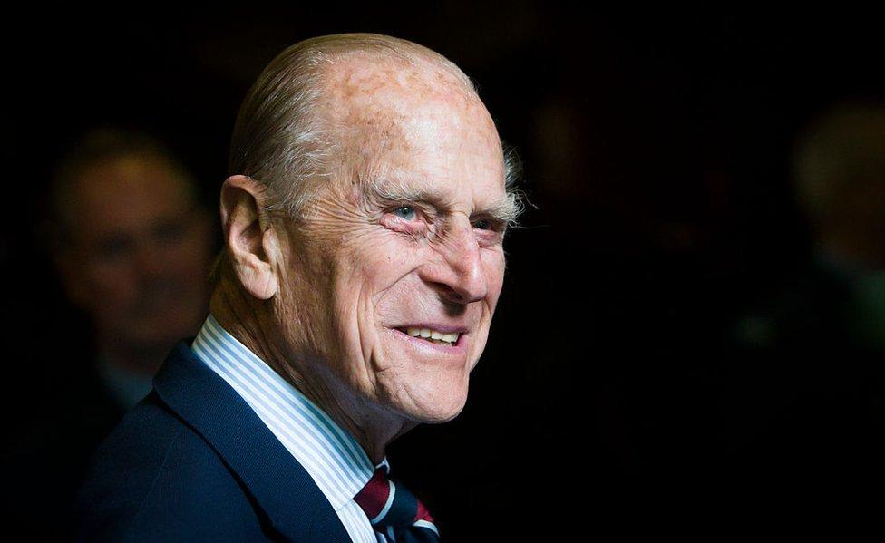 El duque de Edimburgo durante una visita a la sede del Royal Auxiliary Air Force en Edimburgo.