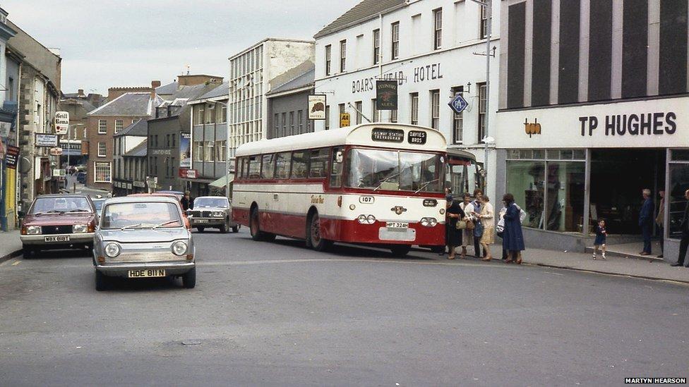 Lammas Street, Caerfyrddin yn Awst, 1980 // Lammas Street, Carmarthen in August 1980