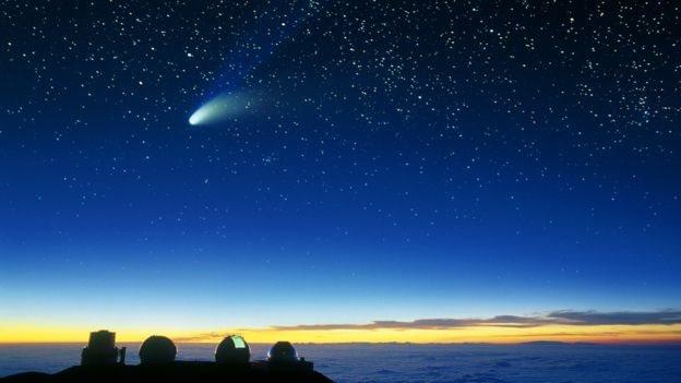 Cometa Hale Bopp con su cola de hielo y polvo