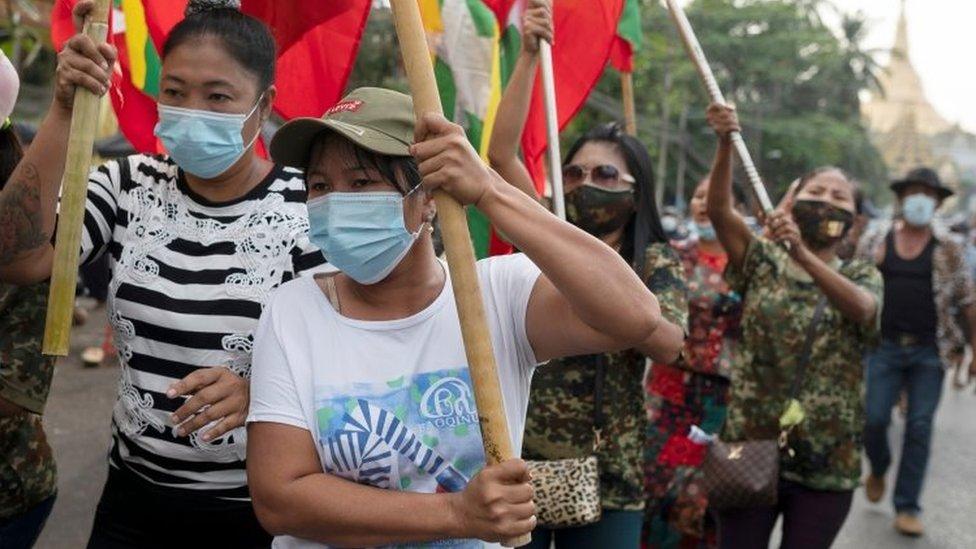 Pendukung militer di Myanmar