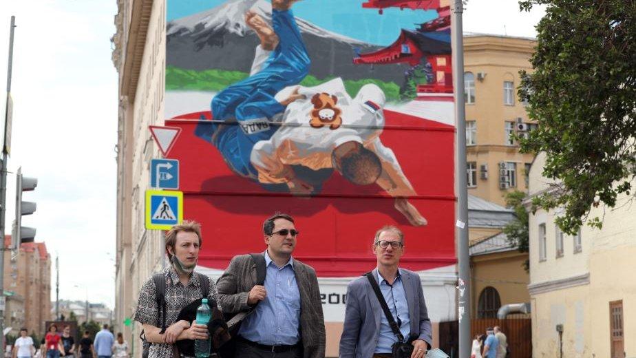Российские чиновники поддержали олимпийцев флешмобом. Что с ним не так?