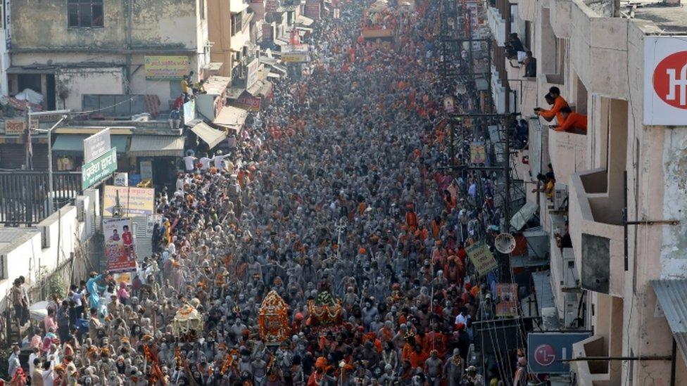 محتفون هندوس في مهرجان كومبه ميلا