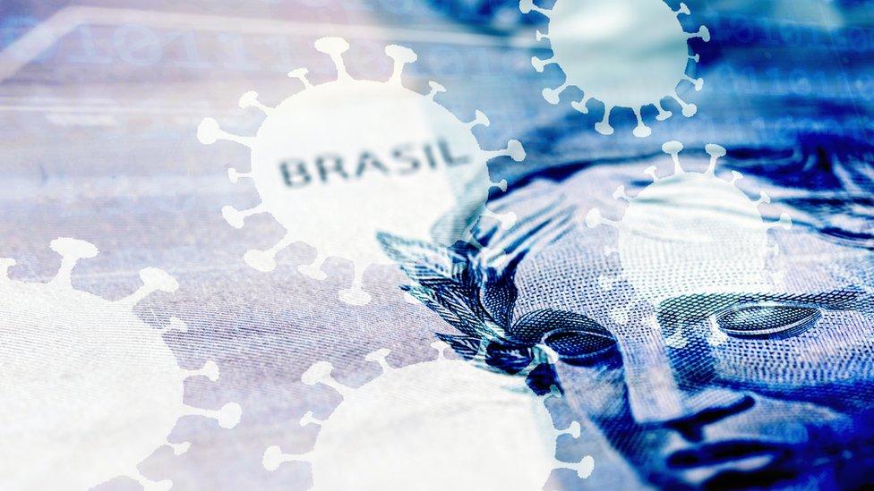 Nota real com ilustrações de coronavírus e palavras 'Brasil'