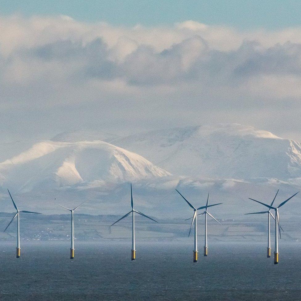 Robin Rig vetro park i obronci Kambrijskih planina posmatrano sa tačke Balkari, pokrajna Damfriz i Galovej.