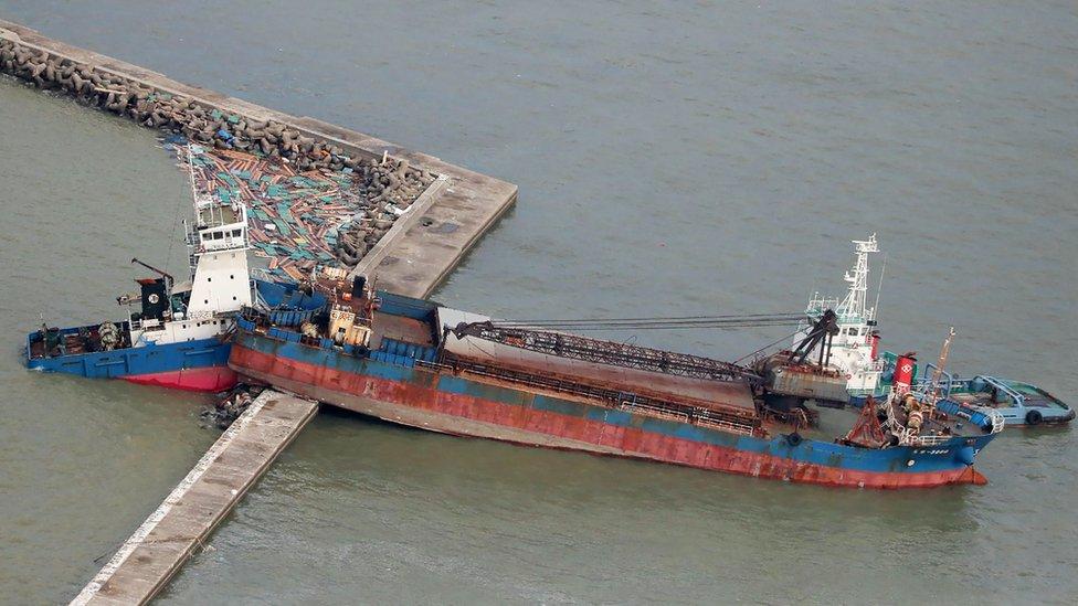 Brod se nasukao na lučki nasip u prefekturi Hjuogo