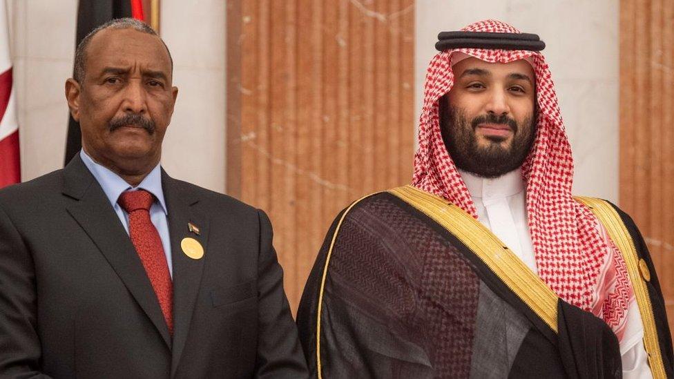 ولي العهد السعودي محمد بن سلمان ورئيس المجلس العسكري الانتقالي في السودان عبد الفتاح البرهان
