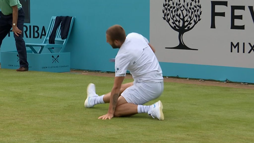 Queen's: Evans and Wawrinka struggle to keep their feet on a damp surface at Queen's
