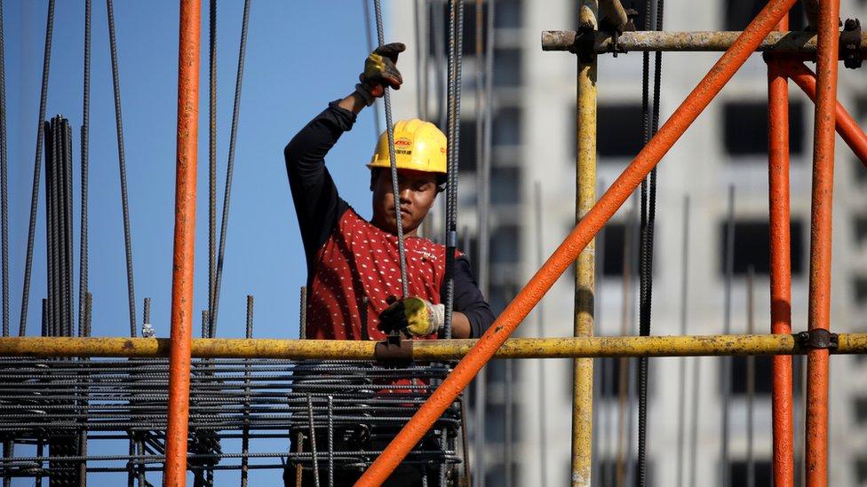 Un obrero de la construcción de China