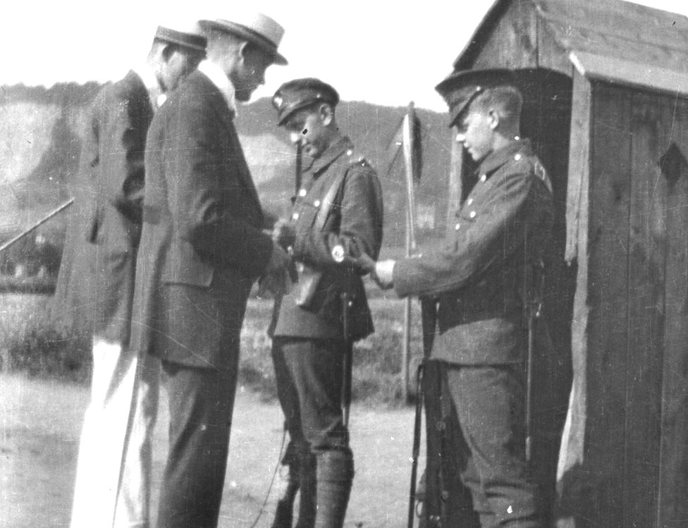 Showing Passes at Outpost Römlinghoven (Königswinterer Strasse) - 1919