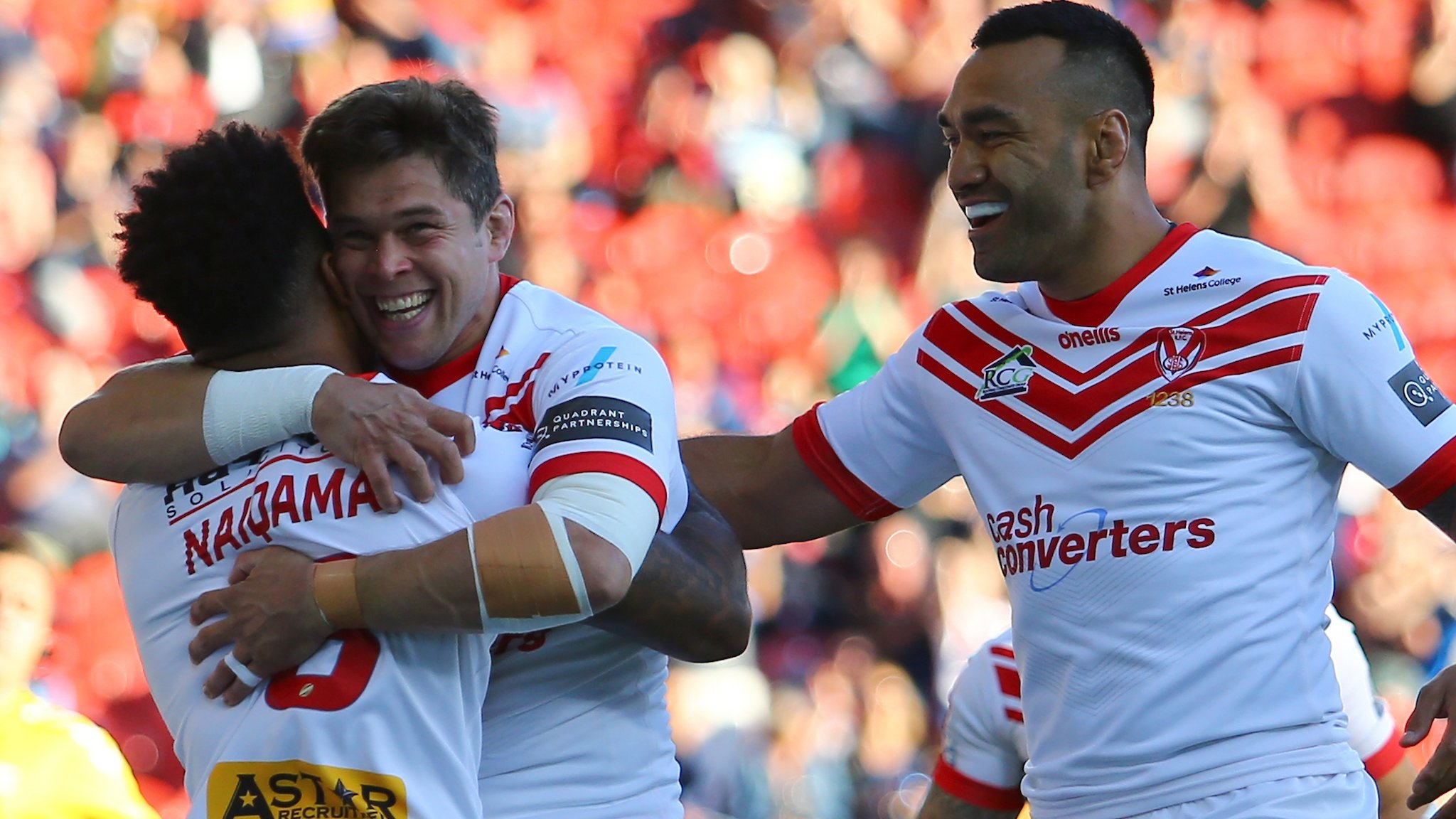 Super League: St Helens 36-10 Leeds Rhinos - leaders beat dogged visitors to maintain buffer