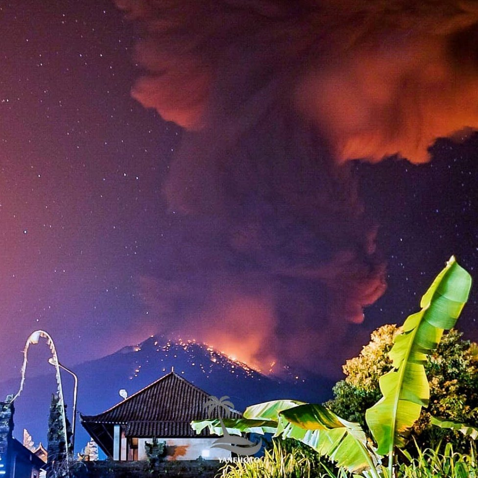 Photograph shows smoke and lava coming from volcano in Bali night sky