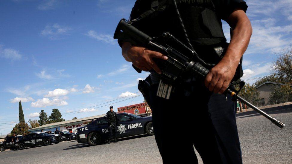 الشرطة المكسيكية تراقب المنطقة الشمالية من المكسيك حيث قتل أمريكيون