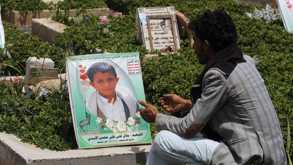 A Yemeni man sits nearby the grave of Yemeni child Bilal al-Asadi who was reportedly killed in a Saudi-led air strike in Sanaa (4 June 2016)