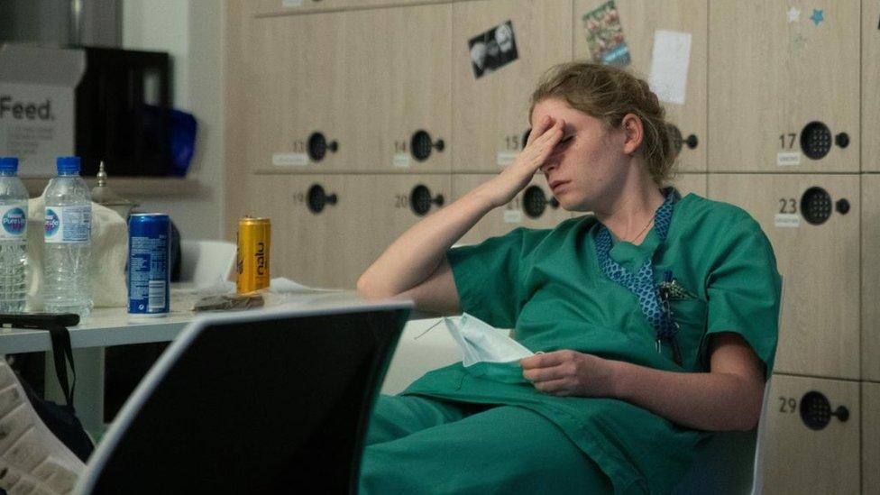 yorgun sağlık çalışanı