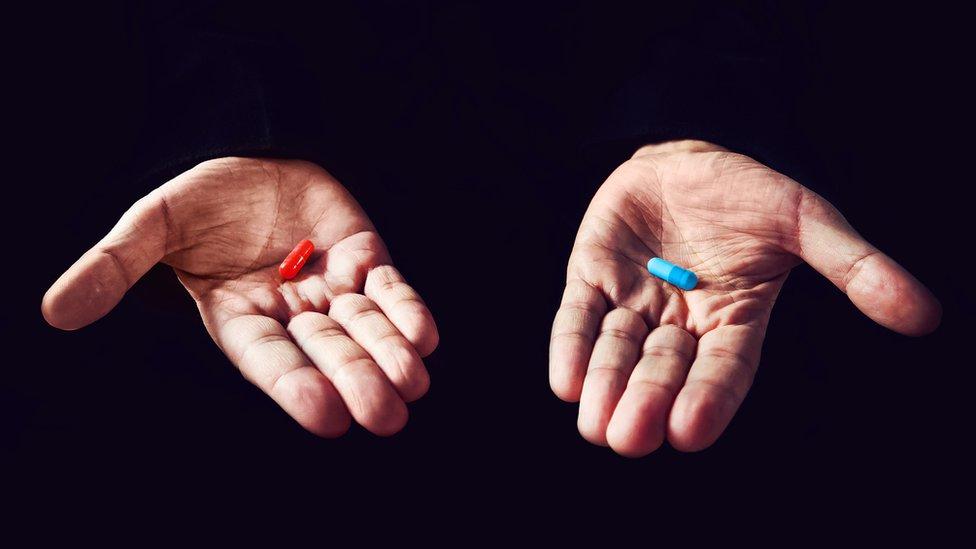 Cápsula azul y cápsula roja