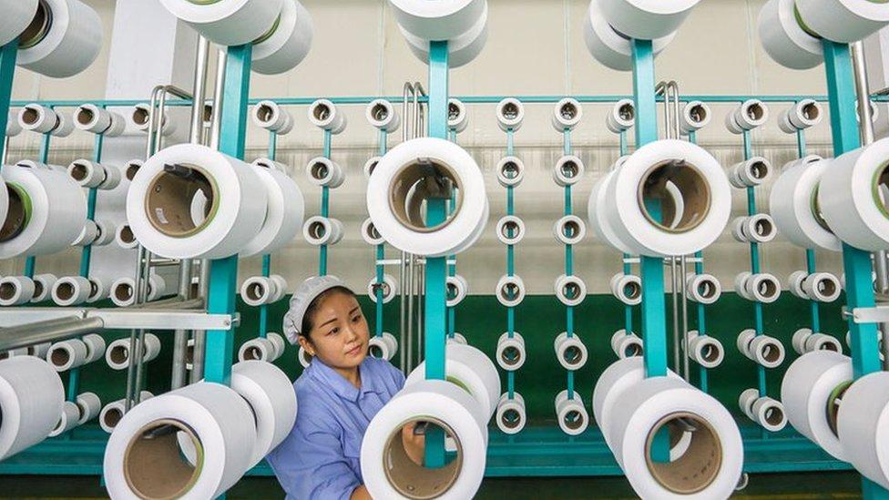 Trabajadora en una fábrica china.