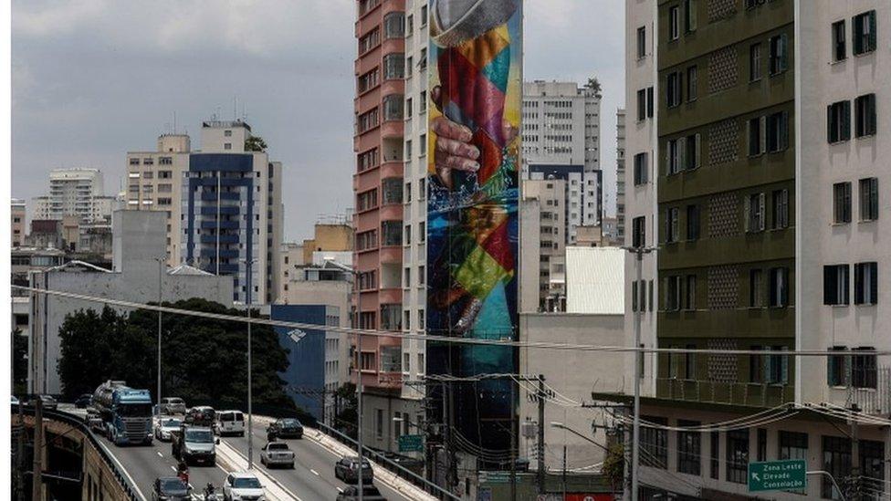 Vista aérea do minhocão, em São Paulo