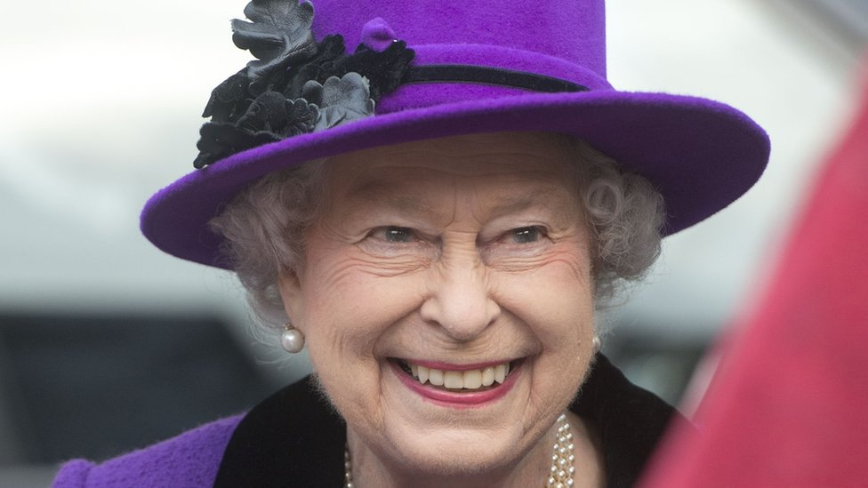 Queen's Platinum Jubilee to include extra bank holiday thumbnail