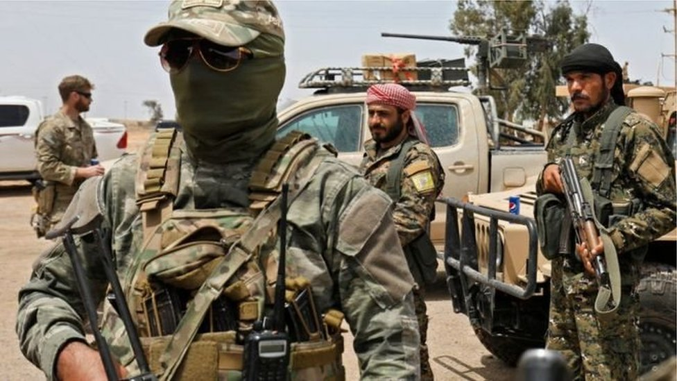 قوات التحالف الذي تقوده الولايات المتحدة تدعم بالقصف الجوي والمدفعي الهجوم الذي تشنه قوات سوريا الديمقراطية