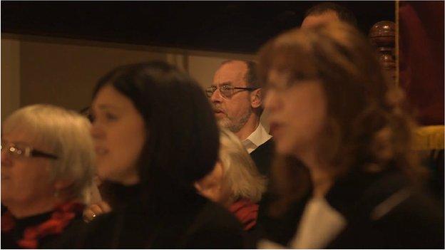 Mae Nigel Thomas wedi dysgu'r Gymraeg yn rhugl ers symud o Surrey i Benmachno yn 2011