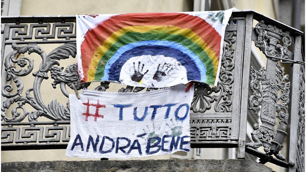 """El hashtag """"todo va a estar bien"""" ha sido tendencia en Italia."""
