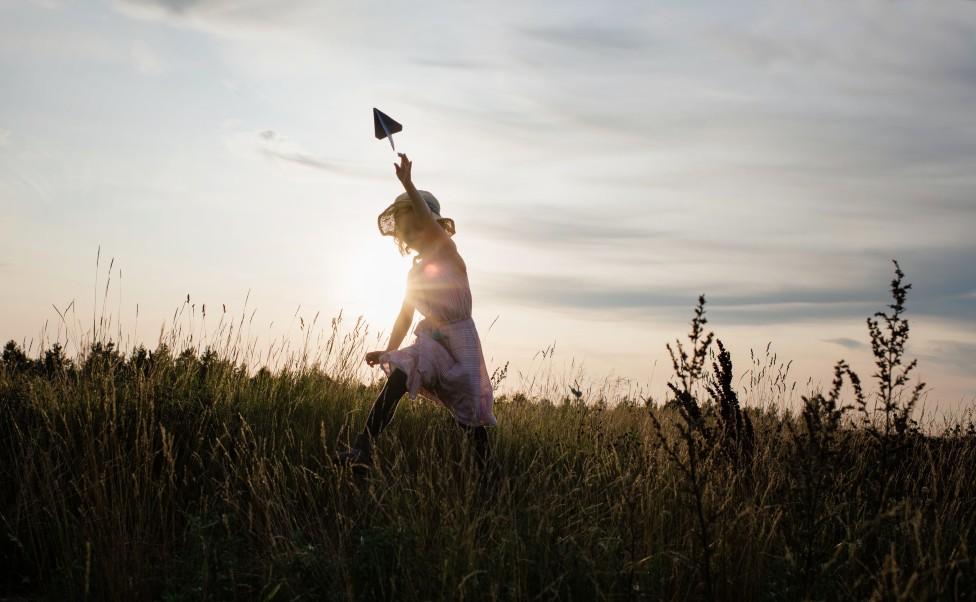 Una niña jugando
