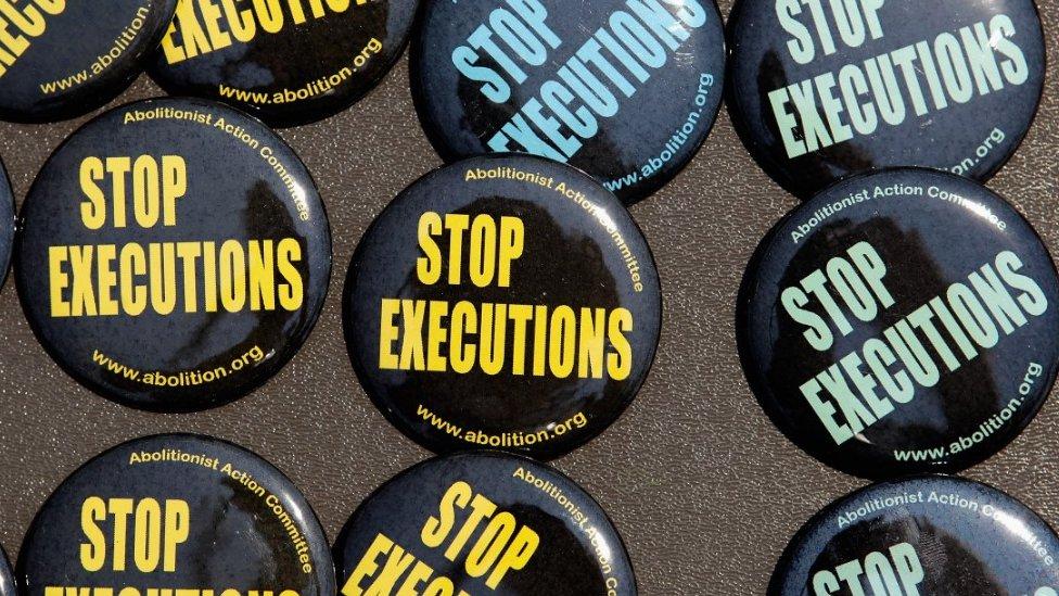 ölüm cezasının kaldırılmasını isteyen rozetler