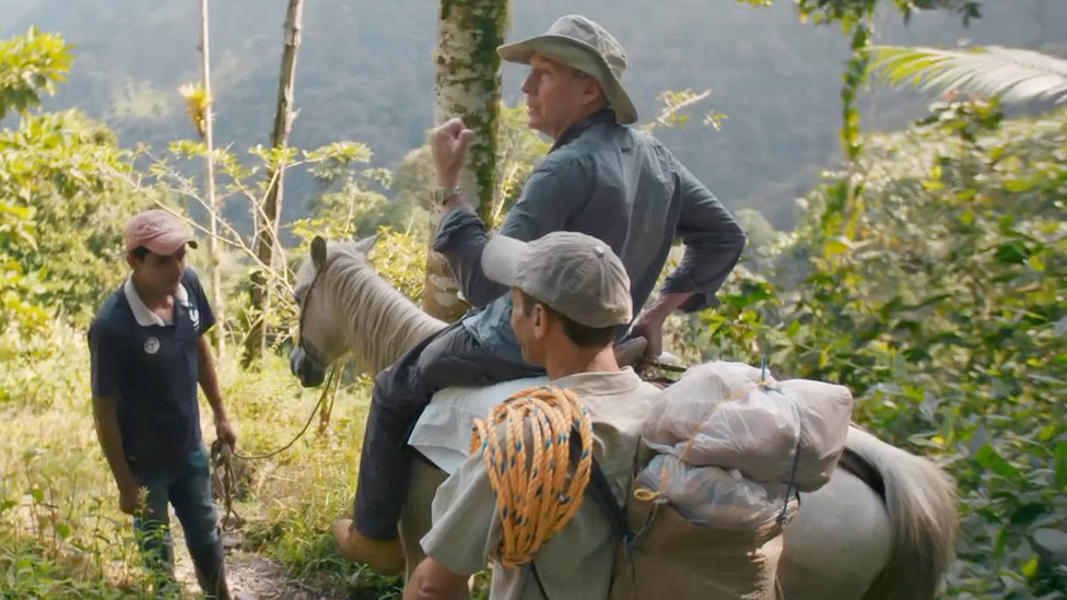 Pokušaj spuštanja niz jarugu, u Kolumbiji, na konju