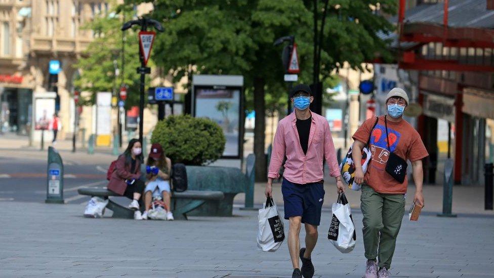 Personnes portant des masques à Sheffield
