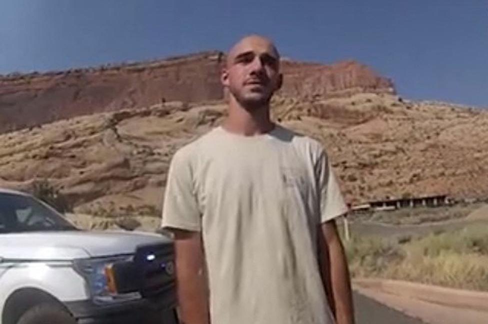 Una imagen de Laundrie en el video tomado por el Departamento de policía de la ciudad de Moab.