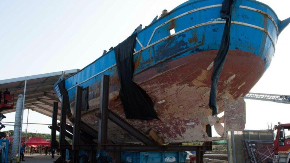 El barco pesquero.