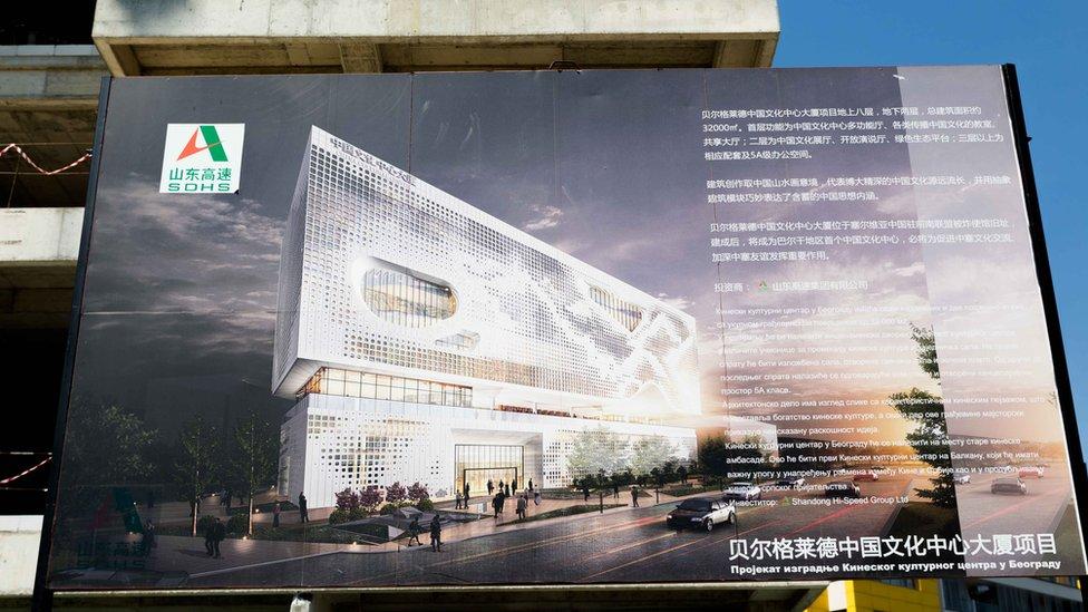 Anuncio del nuevo centro cultural chino.
